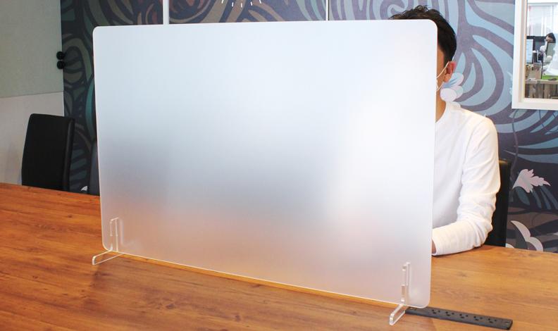 すりガラス調のアクリル板